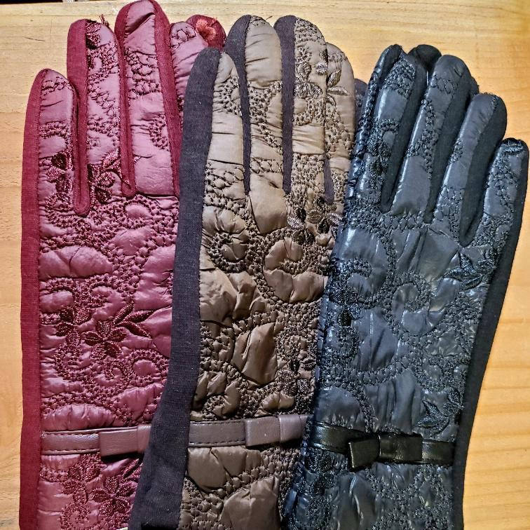 Women's Quilted Floral Texting Gloves