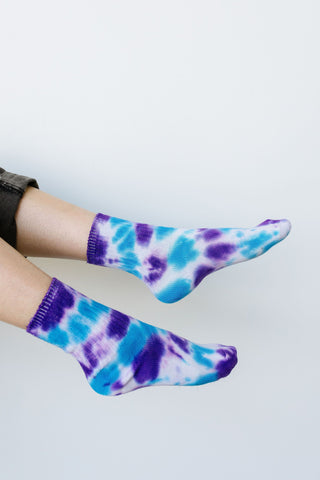 Happy Feet Tie Dye Socks In Purple & Blue