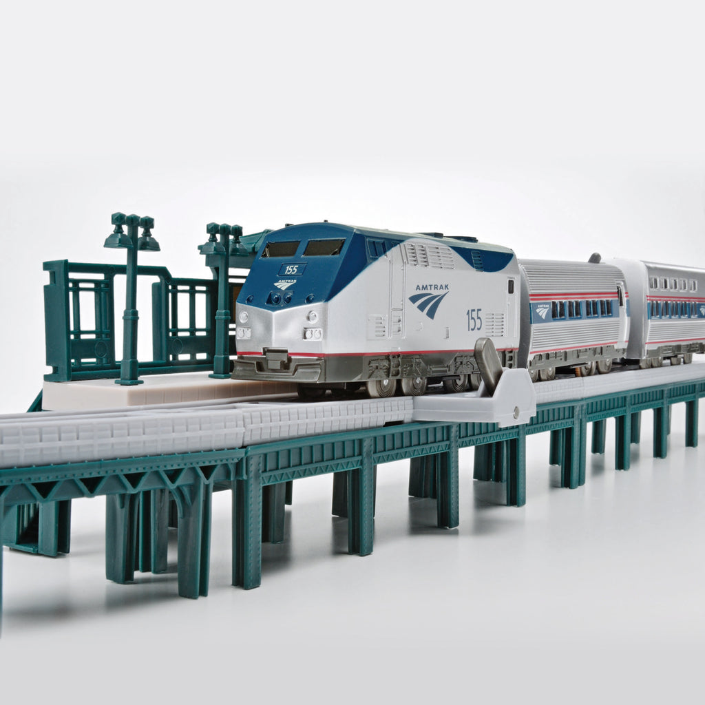 2001s Amtrak Passenger Train Set