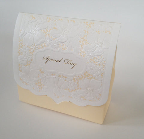 10 pcs Beautiful Lace Wedding Favors Favour Candy Package Box Boxes Almond Sweet Flower White Ivory Gold