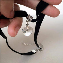 Kinky Cloth white Gothic Heart Gem Choker