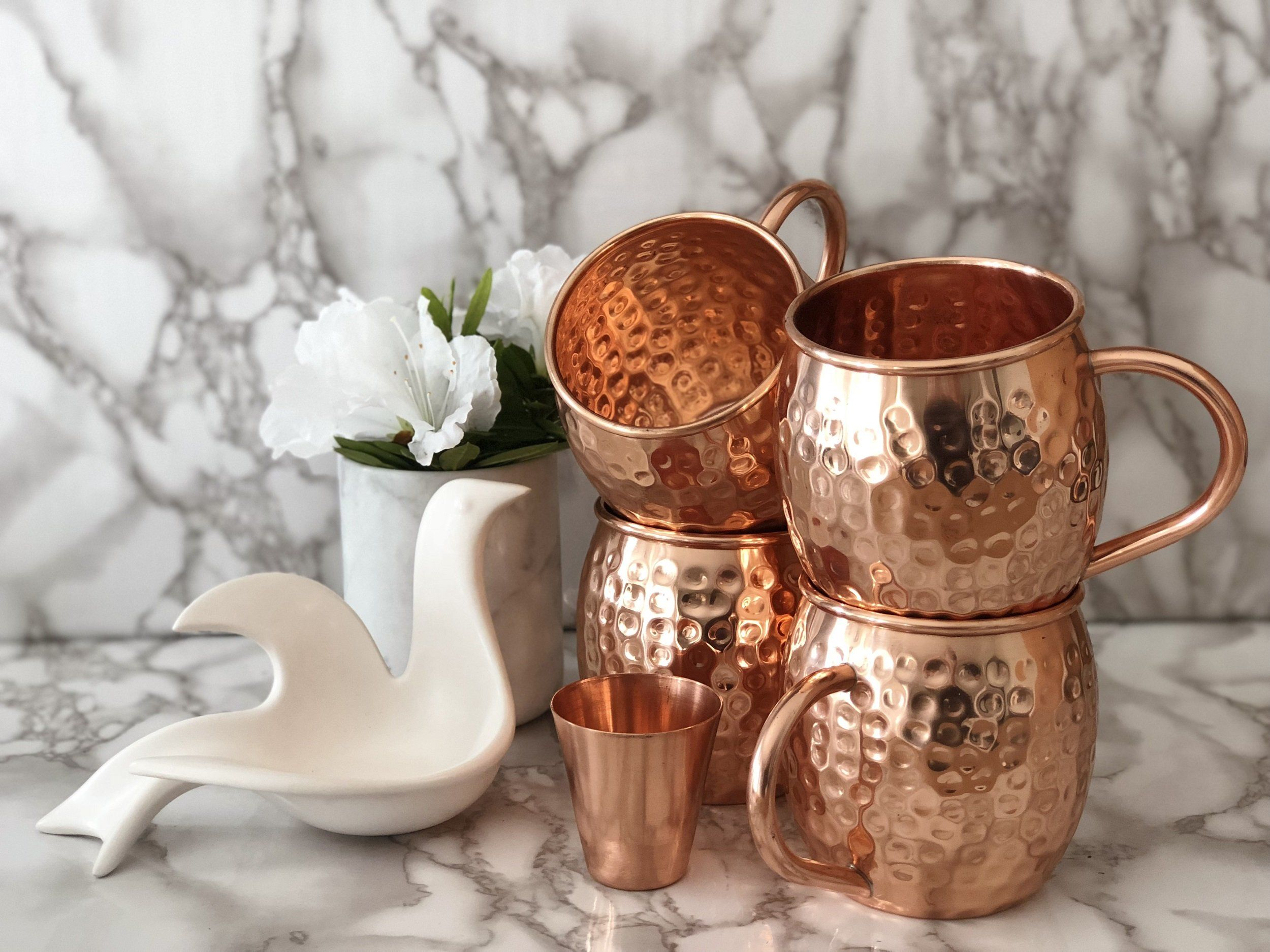 Urban Vintage LA Moscow Mule Copper Mugs Set of 4 With Shot-glass in White and Gray Marble Background