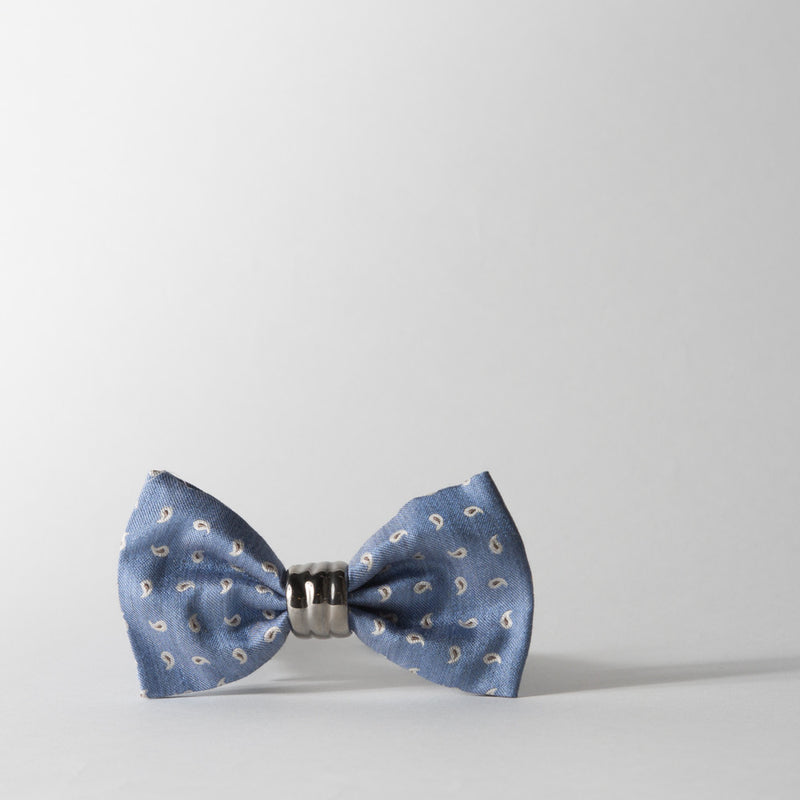 Silk With Shiny Platinum Knot Bowtie