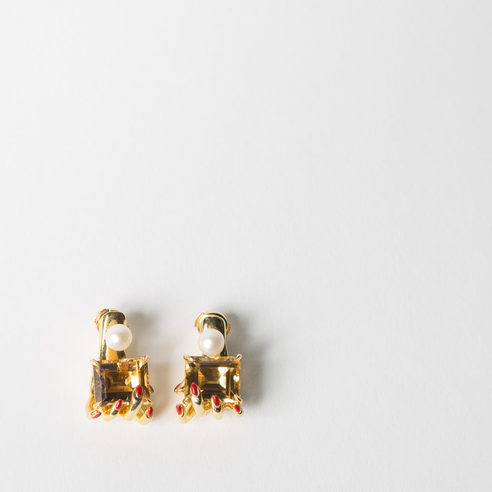 Manipulee Citrone Hand Earrings