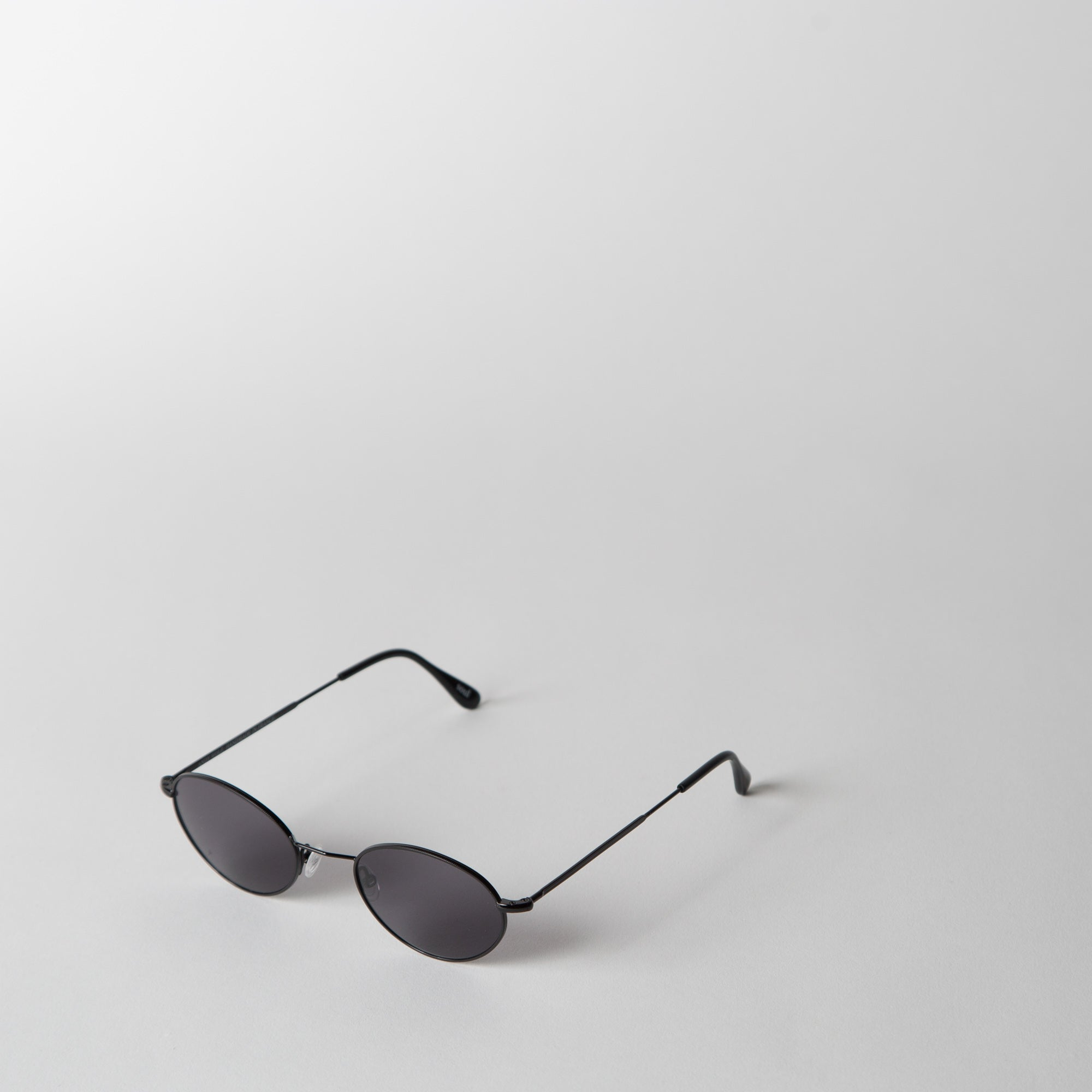 Slim Oval Sunglasses, jet-black