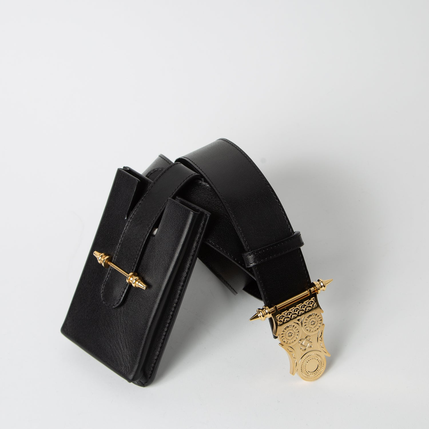 Black belt bag in leather with detachable pocket by Okhtein at Secret Location