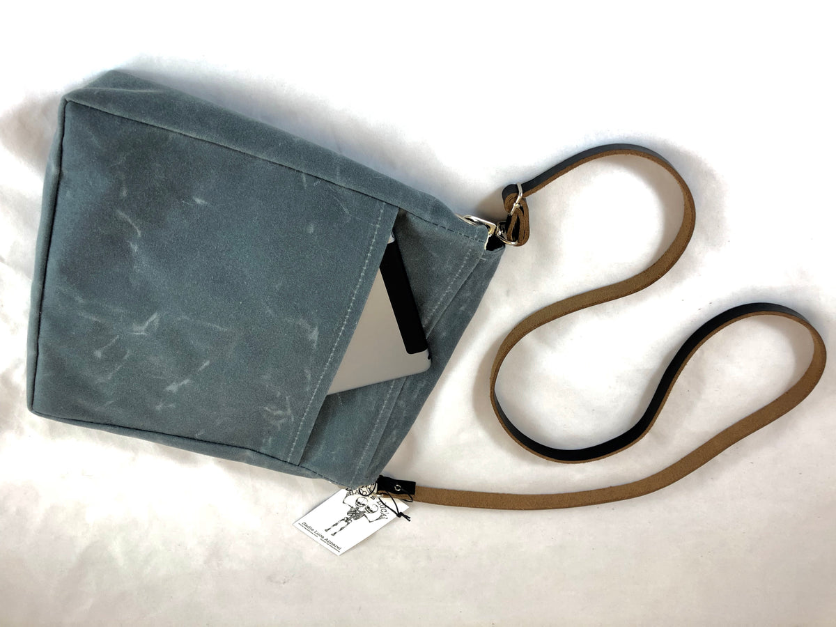 Small Waxed Canvas Messenger - Sadie Luca