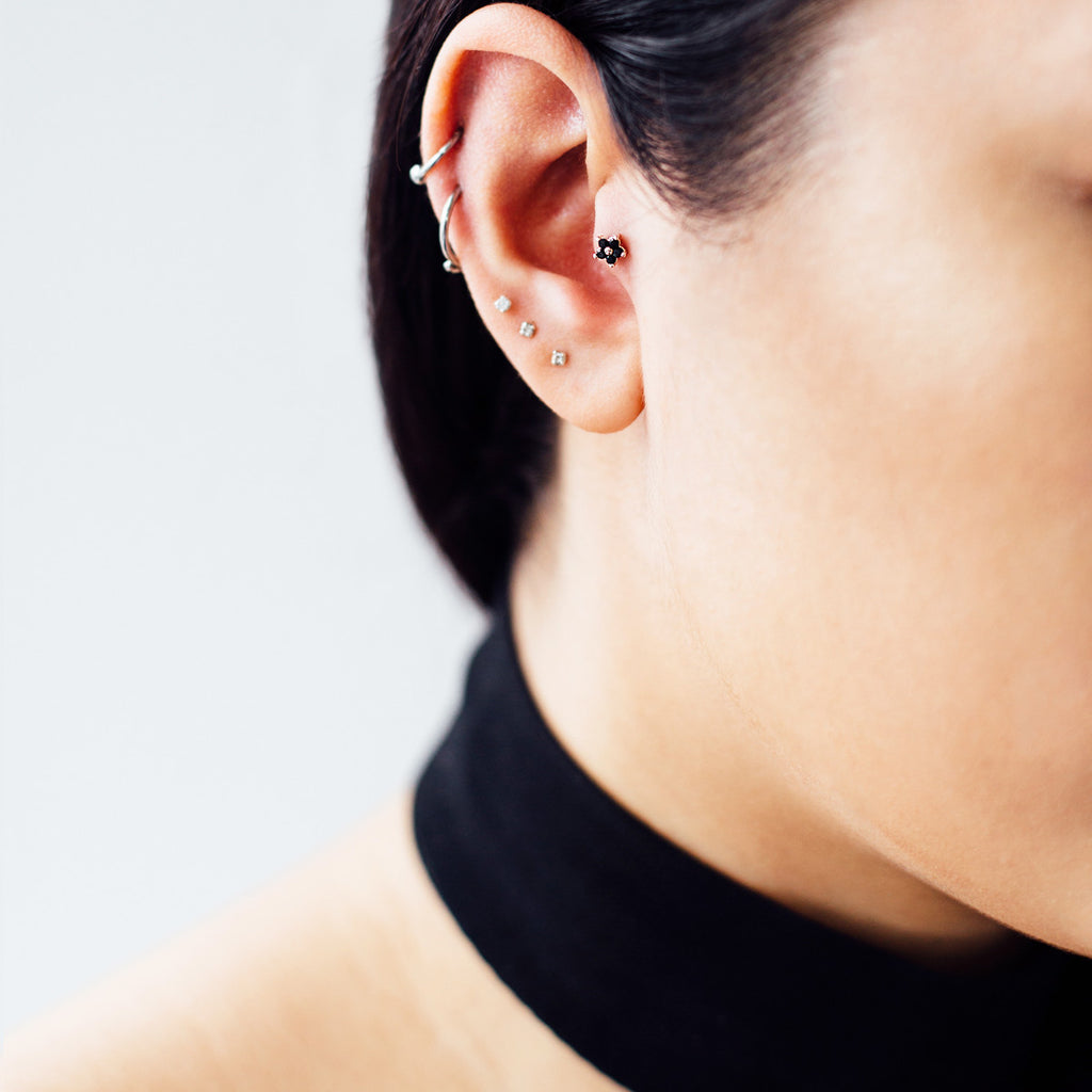 Onyx Daisy Piercing - Rose Gold