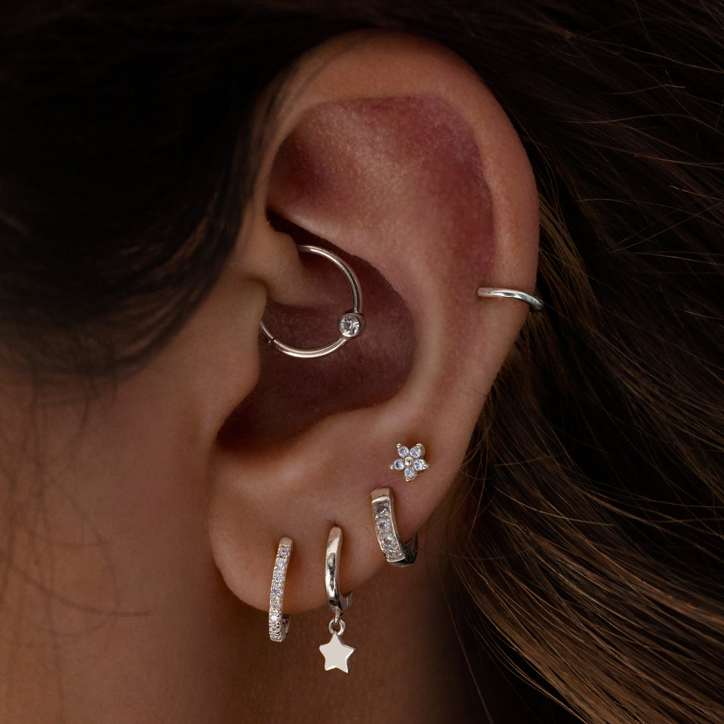 Solitaire Clicker Hoop Piercing on model - silver