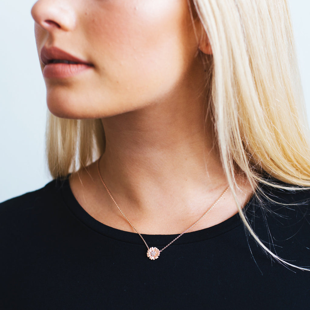 Fine Daisy Necklace - Rose Gold