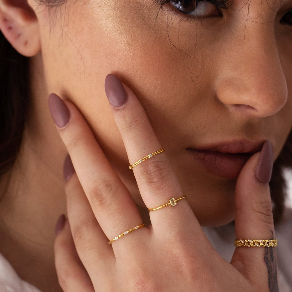 Elle Rope Chain Ring on model 2 - gold