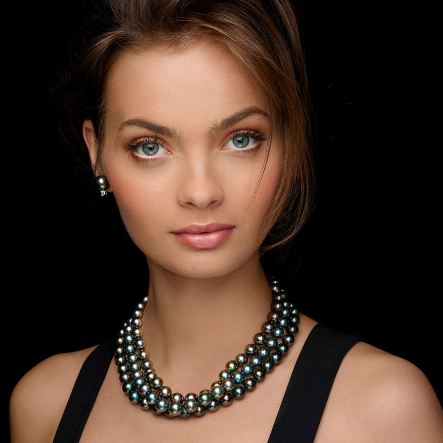 5 Ways to Style Your Holiday Pearls