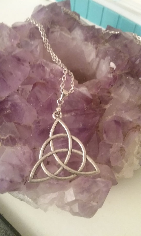 Simple Triquetra Necklace