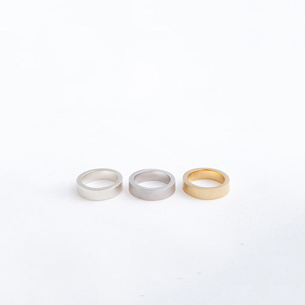 THE BASIC THIN RINGS MADE BY LAMCY 藍秋燕 CONTEMPORARY JEWELRY DESIGNER. THERE ARE THREE OPTIONS IN THIS GROUP: SHINY SILVER, MATTE SILVER AND 24K GOLD PLATED. IT IS MADE BY STERLING SILVER, MADE TO BE WORN AS RINGS OR PENDANT. THE BEST OPTION IS MIX AND MATCH WITH OTHER TEXTURED OR COLOURED RINGS. HANDMADE IN HO CHI MINH CITY, VIETNAM. SHIP WORLDWIDE FROM HONG KONG AND VIETNAM.