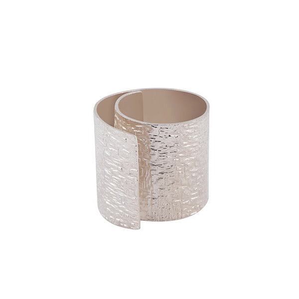 CURVED RING WITH HAMMER TEXTURE