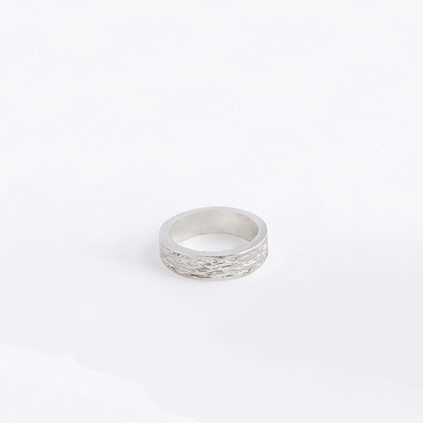 THE WAVE HAMMER THICK AND THIN RING MADE BY LAMCY 藍秋燕 CONTEMPORARY JEWELRY DESIGNER. IT IS MADE BY STERING SILVER WITH TEXTURE HAMMERING. MADE TO BE WORN AS RINGS OR PENDANTS. EASY TO MIX AND MATCH WITH OTHER BASIC, COLOURED AND TEXTURED RINGS. INSPIRED BY THE WAVE PATTERN. HANDMADE IN HO CHI MINH CITY, VIETNAM. SHIP WORLDWIDE FROM HONG KONG AND VIETNAM.