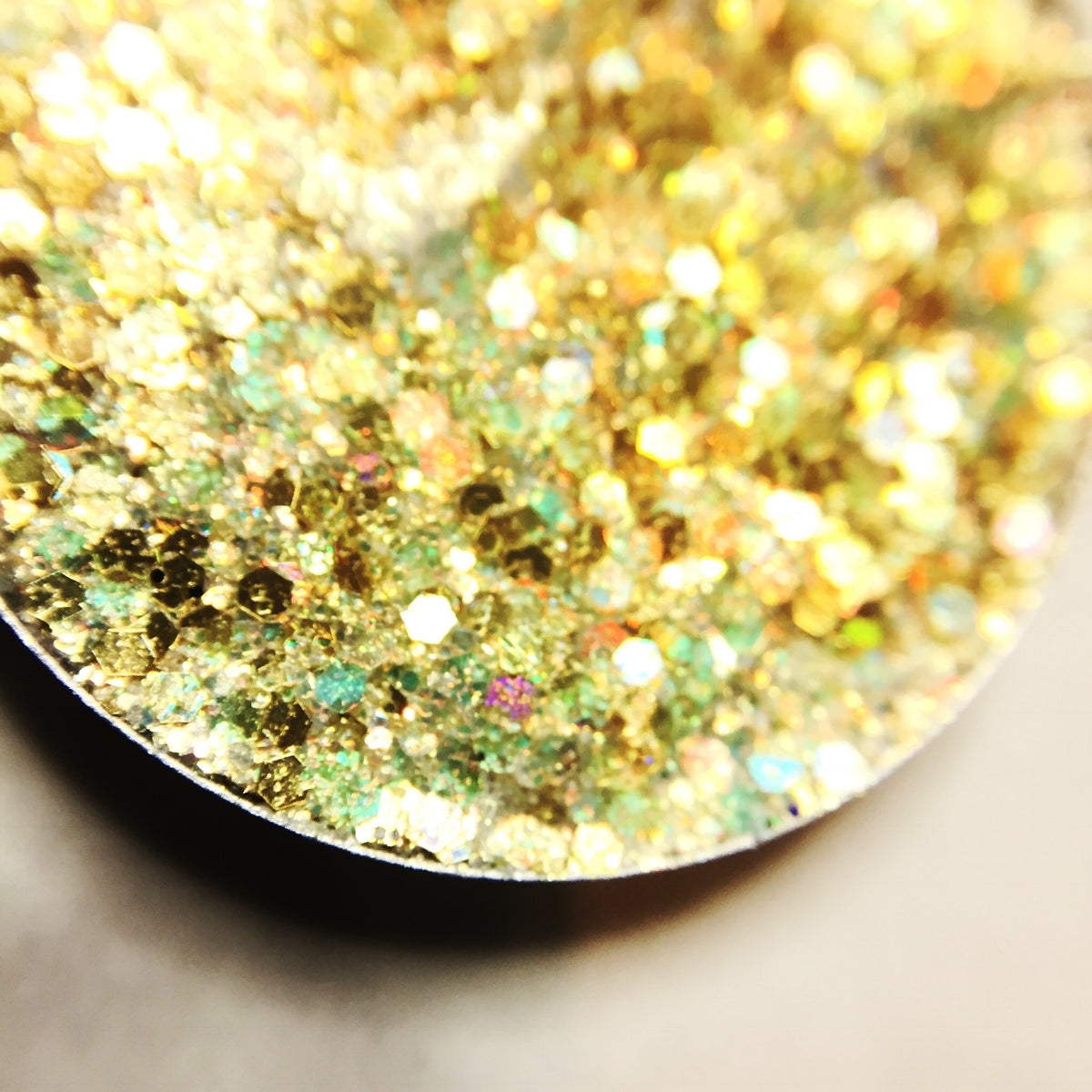 gold pressed glitte eyeshadow