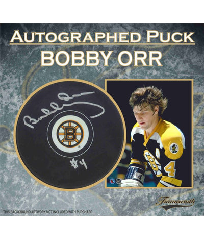 BOBBY ORR BOSTON BRUINS FRAMEWORTH AUTHENTIC SIGNED HOCKEY PUCK