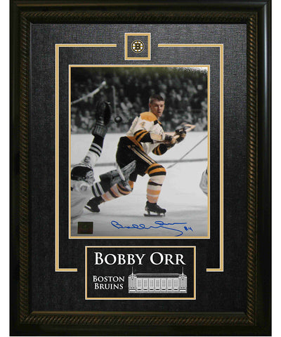 FRAMEWORTH BOBBY ORR BOSTON BRUINS SIGNED FRAMED