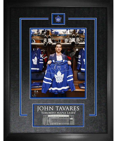 FRAMEWORTH JOHN TAVARES TORONTO MAPLE LEAFS ETCHED SIGNED FRAME - 8X10