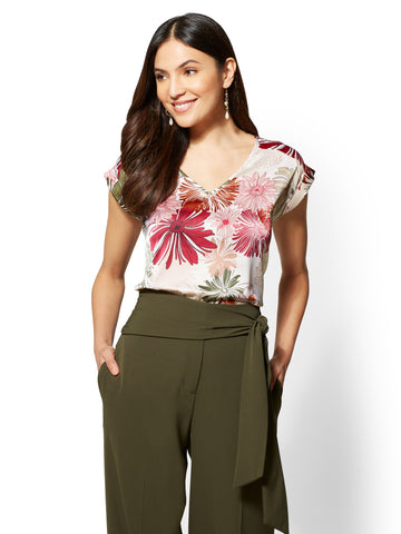 7th Avenue - Red Floral V-Neck Top in Charming Pearl