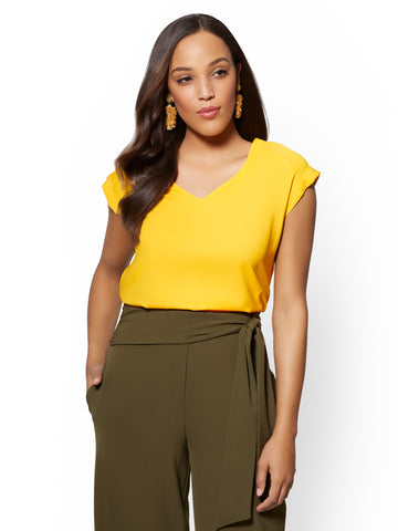 7th Avenue - Yellow V-Neck Top in Sunflower Garden