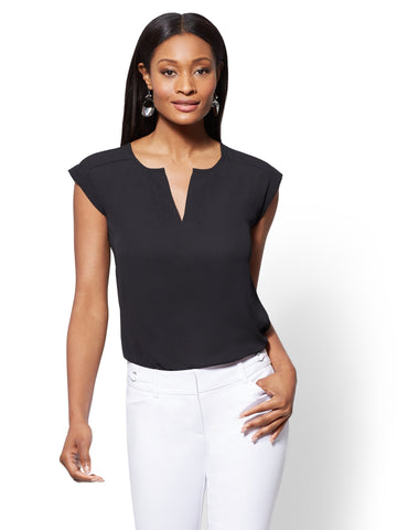 7th Avenue - Split-Neck Top in Black