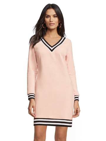 8ba651fc1d4 New York   Company Soho Street - Black V-Neck Sweatshirt Dress in Luxe Pink