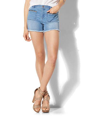 Soho Jeans - Bowery 4 Inch Short in Wild At Heart Blue