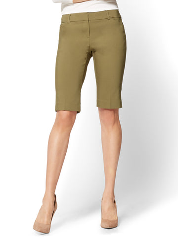 7th Avenue - Bermuda Short - Signature in Dark Olive