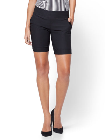 Pull-On 8 Inch Bermuda Short - Signature in Black