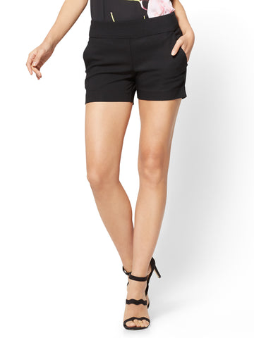 7th Avenue - Pull-On 4 Inch Short - Signature in Black