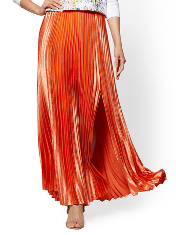 Coral Pleated Full Satin Skirt in Coral Diamond