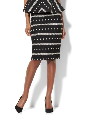 7th Avenue - Embroidered Pencil Skirt in Black