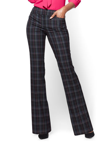 7th Avenue Pant - Bootcut - Signature in Black Plaid