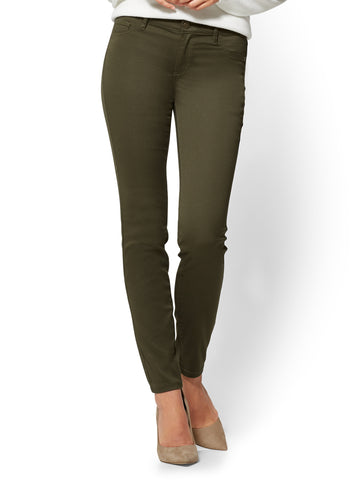 The Crosby Pant - Slim-Leg in Woodland Green