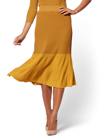 7th Avenue - Pull-On Pleated Skirt in Gold Dust