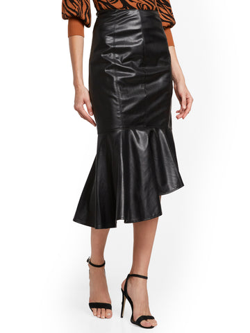 Faux-Leather Skirt in Black