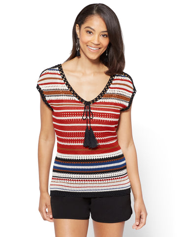 7th Avenue - Crochet V-Neck Top - Stripe in Stoplight Red