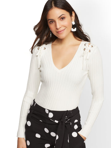 NEW YORK   COMPANY 7th Avenue - Grommet Lace-Up V-Neck Sweater in d8c4a19d8