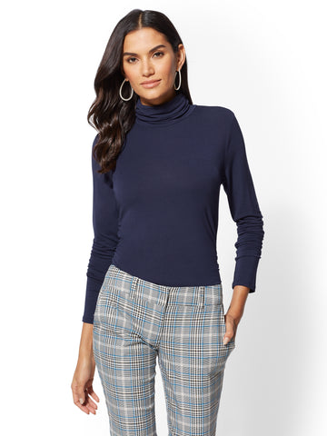 7th Avenue - Essential Knit Turtleneck in Grand Sapphire