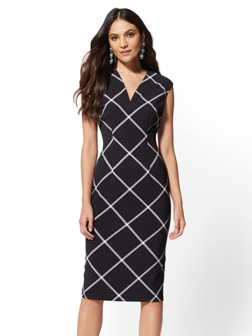 7th Avenue - Plaid V-Neck Sheath Dress in Black