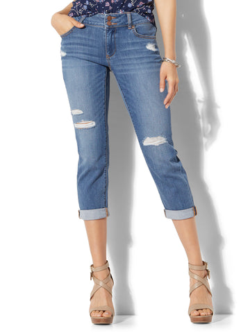Soho Jeans - Curvy Cropped Boyfriend in Razor Blue Wash