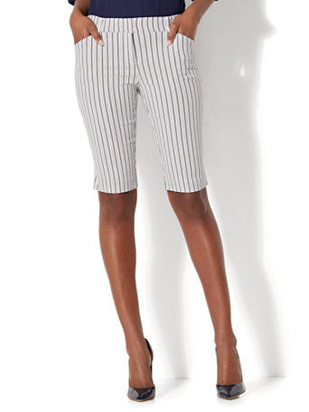 7th Avenue - Bermuda Short Signature Stripe in Paper White