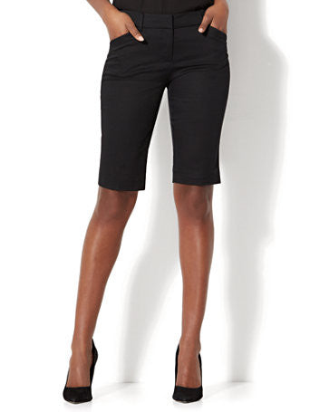 7th Avenue - Bermuda Short - Signature in Black