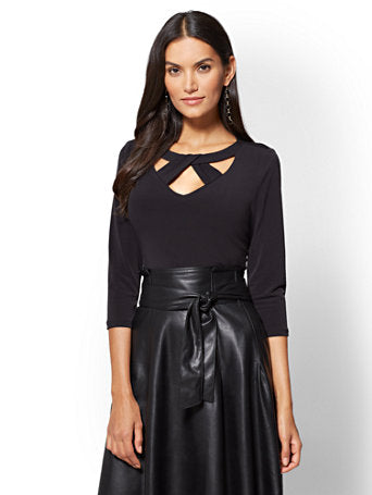 7th Avenue - Crisscross Cutout Detail Top in Black