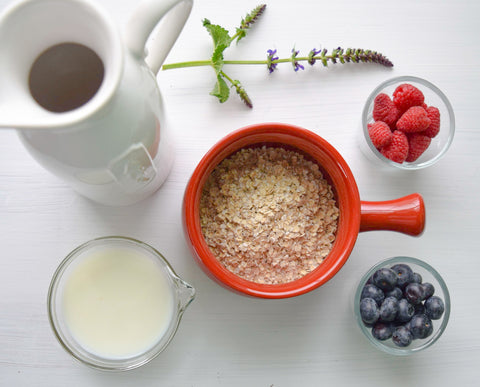 oats with berries and milk