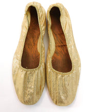Load image into Gallery viewer, Vintage Late 1960s metallic gold lame' ballet flats