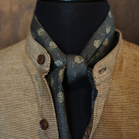 Grey White Multi-shape Cravat