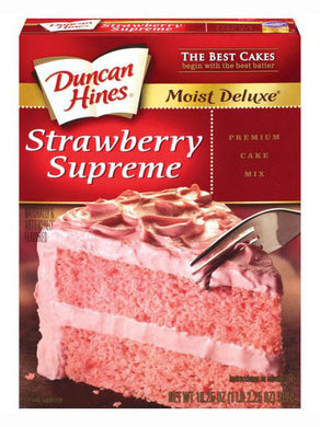 Duncan Hines Moist Deluxe Strawberry Supreme Cake Mix (517g)